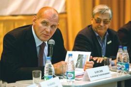 Карелин и Тихонов поддержали выдвижение Крикухи на пост ректора СибГУФКа