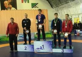 Омские борцы завоевали две бронзы на первенстве СФО в Бердске