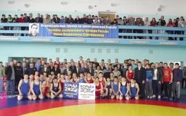 Турнир памяти Юрия Сапожникова всегда собирает перспективных борцов