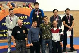 Омские борцы завоевали пять наград на чемпионате СФО в Красноярске