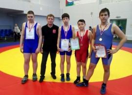 Омские борцы завоевали медали тюменского первенства