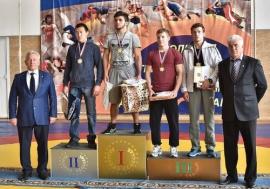 Омские борцы завоевали бронзу престижного турнира в Красноярске